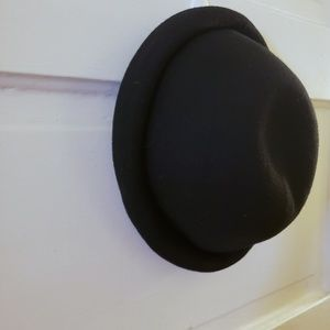 H&M Divided black felt hat